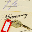 Apartment keys and rental agreement — Stock Photo