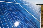 Alternatywne źródła energii słonecznej. energia słoneczna — Zdjęcie stockowe