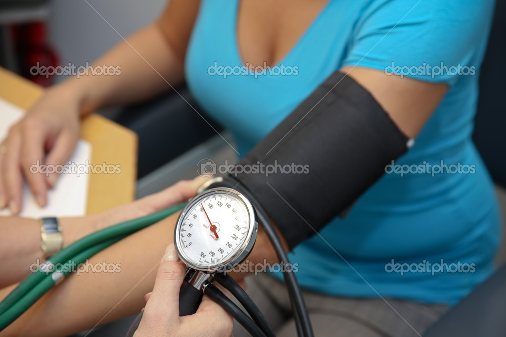 Doctor with stethoscope patient attaches the blood pressure — Stock Photo #8160894