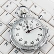 Clock on computer keyboard — Stock Photo