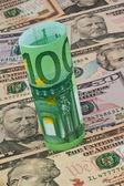 Euro- und dollar-scheine — Stockfoto