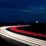 Autos waren in der Nacht auf einer Autobahn — Stock Photo #8196528