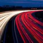 Autos waren in der Nacht auf einer Autobahn — Stock Photo #8196531