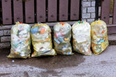 Garbage bags with plastic garbage zurmüllentsorgung — Stock Photo
