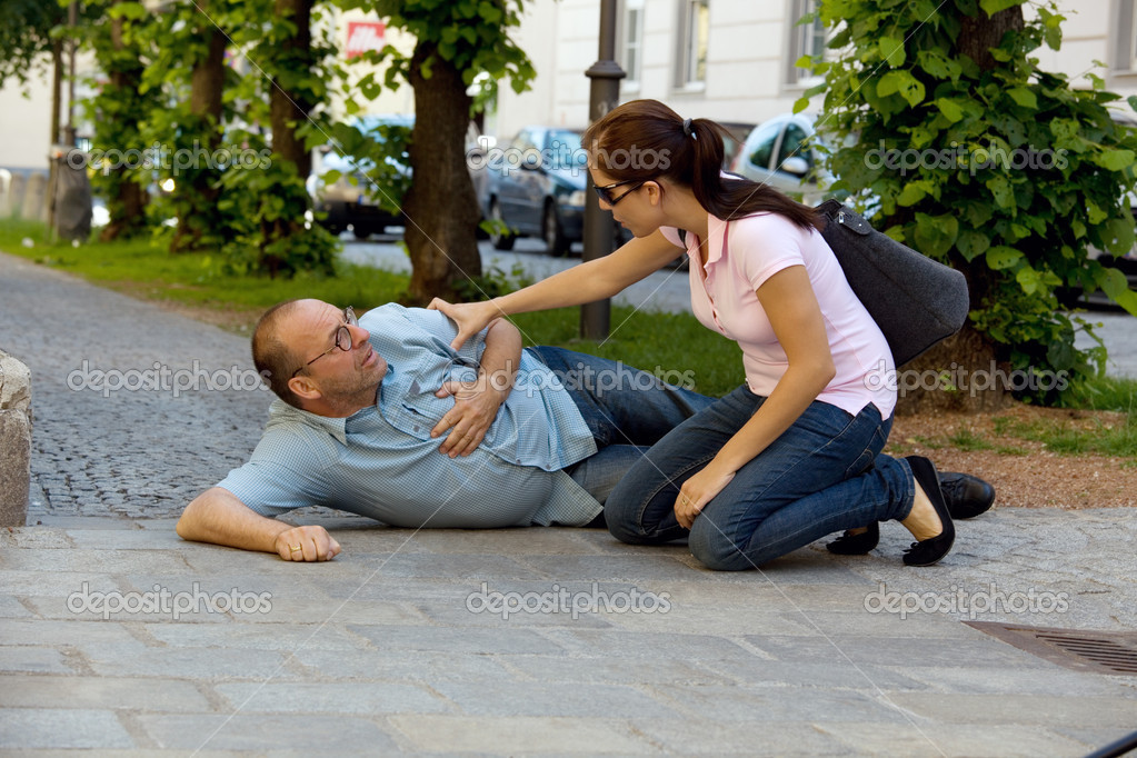A man has a dizzy spell or a heart attack. woman comes to the rescue. — Stock Photo #8190002