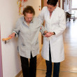 Nurses supervised old woman in a nursing home — Stock Photo