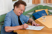 Senior signs a contract — Stock Photo