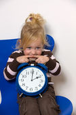 Child with daylight saving time clock as a symbol — 图库照片