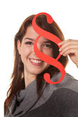 Giovane donna con un simbolo di paragrafo — Foto Stock