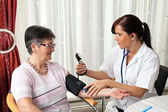 Doctor patient attaches the blood pressure — Stock Photo