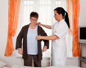 Nurse in elderly care for the elderly — Stock Photo