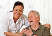 Nurse in elderly care for the elderly — Stockfoto