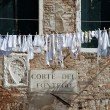 Italian courtyard with drying clothes on the line — Stock Photo