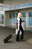 Blonde woman on the way to the airport on departure — Stock Photo