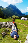 Hikers relax at hike in the mountains — Stock Photo
