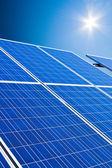 Alternativas de energía solar. planta de energía solar energía. — Foto de Stock