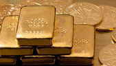 Investment in real gold than gold bullion and gold coins — Stock Photo