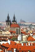 Прага, город и горизонт вид от Пороховая башня — Стоковое фото