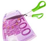 Forbici e banconote in euro — Foto Stock
