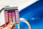 Chlorine and ph testing in pool — Stock Photo