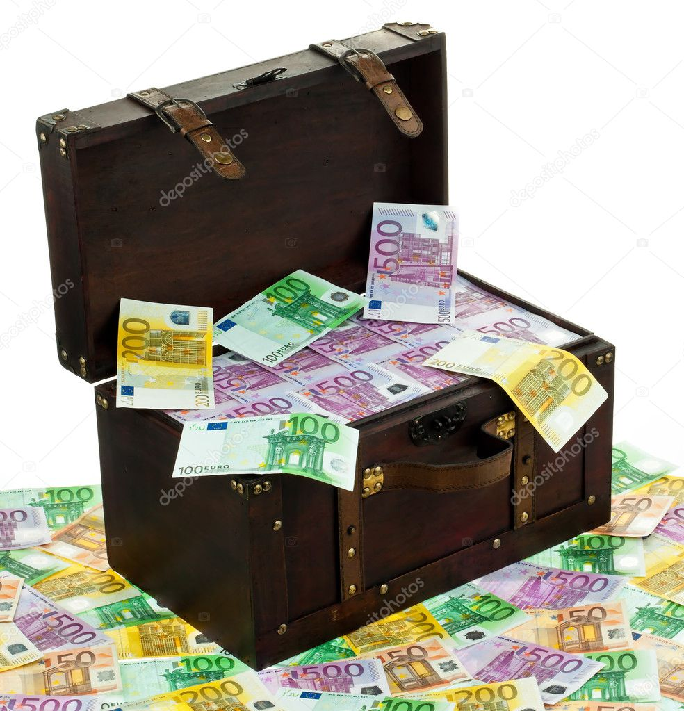 A large chest with euro banknotes. financial crisis, crisis, debt. — Stock Photo #8292863