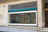 Empty window of a business in bankruptcy — Stock Photo