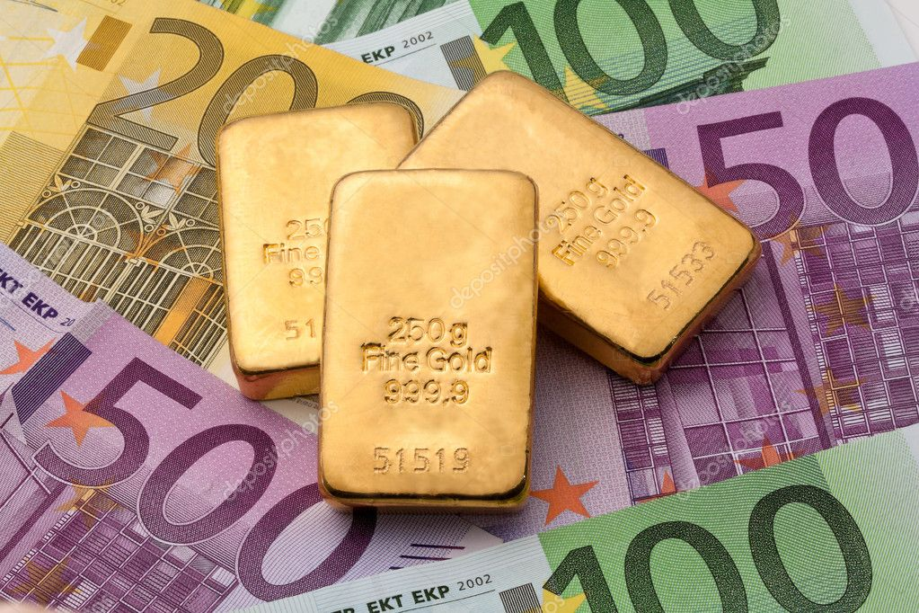 Investment in real gold than gold bullion and gold coins — Stock Photo #8335842