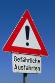 Road warning sign with an exclamation point — Stock Photo