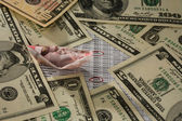Barca fatta da banconote soldi e dollaro — Foto Stock