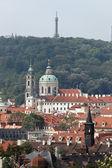 Praag, st. Nicolaas kerk en observatorium — Stockfoto