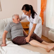 Nurse in elderly care for the elderly - Stockfoto