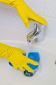 Bathroom is cleaned with latex gloves — Stock Photo