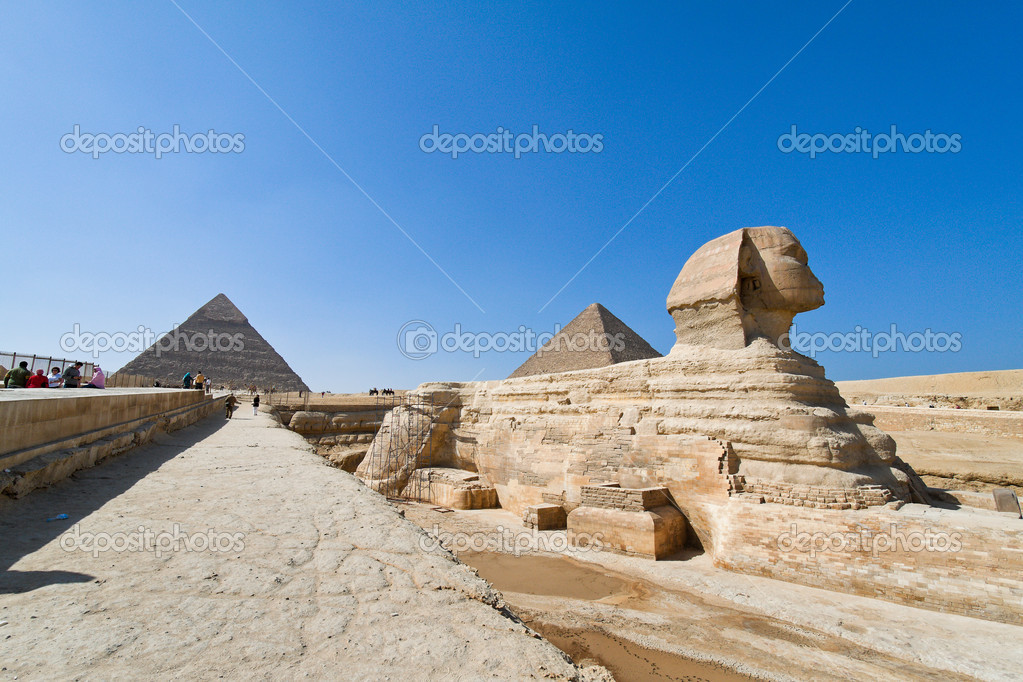 Culmination of a journey through egypt: the giza shpinx of the second pyramid — Stock Photo #9999530