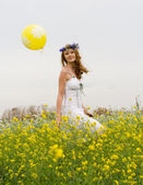 The girl with yellow air balloon — Stock Photo