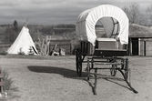 Wagon and wigwam, black and white picture — Stock Photo