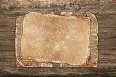 Papeles envejecidos sobre un fondo de madera — Foto de Stock