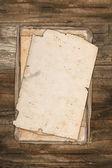 Dañado viejos papeles sobre un fondo de madera — Foto de Stock