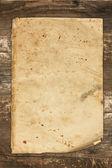 Vintage gamla pappers-täcker på en trä bakgrund — Stockfoto