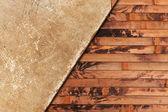 Wyblakły stary arkusz papieru na tle drewniane — Zdjęcie stockowe
