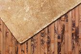 Endommagé le vieux papier sur un fond en bois — Photo