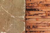 Verwitterte vergilbtem papier blatt auf einem hölzernen hintergrund — Stockfoto