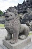 ライオンのゲートのボロブドゥール寺院の入口・ ガーディアンの像 — ストック写真