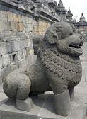 Die steinerne skulptur eines löwen von borobudur in yogyakarta, indon — Stockfoto