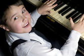 Little boy and piano. — Stock Photo