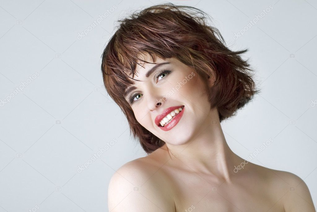 短头发的笑美女的照片 — 照片作者 byelikova