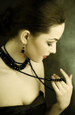 Piękna kobieta z koralików — Zdjęcie stockowe