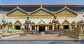 Skulptur på den thailändska templet wat chayamangkalaram på ön pena — Stockfoto