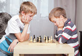 Two boys playing chess at home — Stock Photo