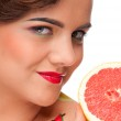 Close up portrait of beauty woman with grapefruit — Stock Photo