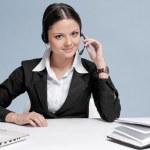 通信ヘッドセットを持つ女性実業家 — ストック写真